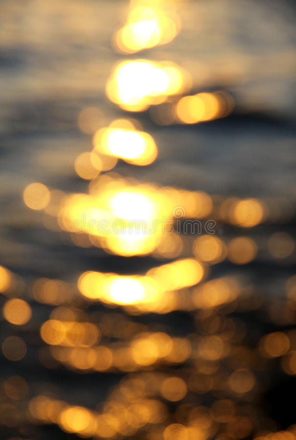 Bokeh tło woda morska z słońc odbiciami obraz royalty free