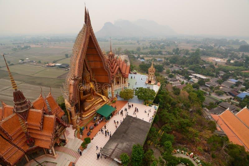 z?ota Buddha statua Wat Tham Suea E Kanchanaburi Tajlandia obrazy royalty free