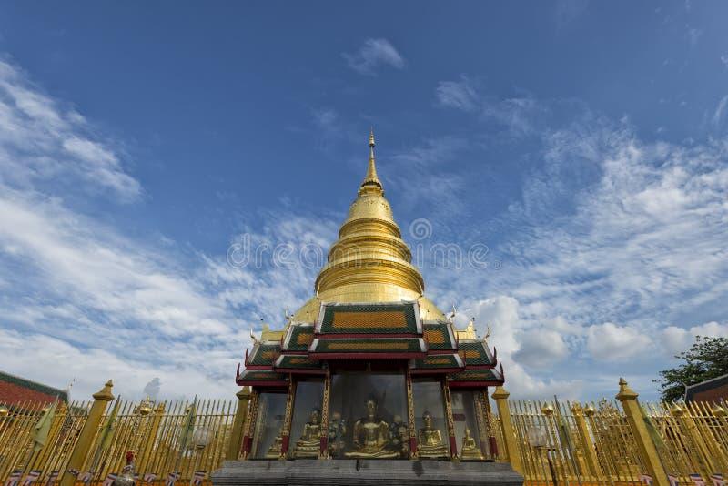 Download Złota Pagoda Przy Watem Phra Który Hariphunchai, Lamphun Prowincja, Tajlandia Zdjęcie Stock - Obraz złożonej z błękitny, dzień: 28965748