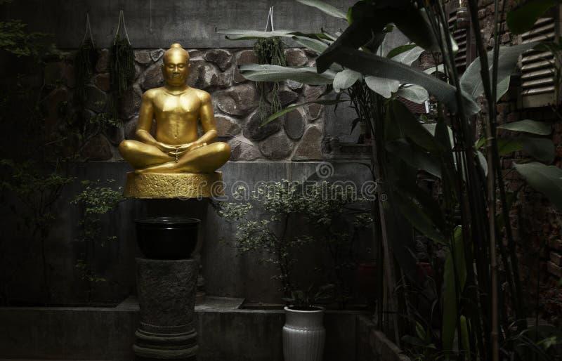 Z?ota rze?ba Buddha zdjęcia stock