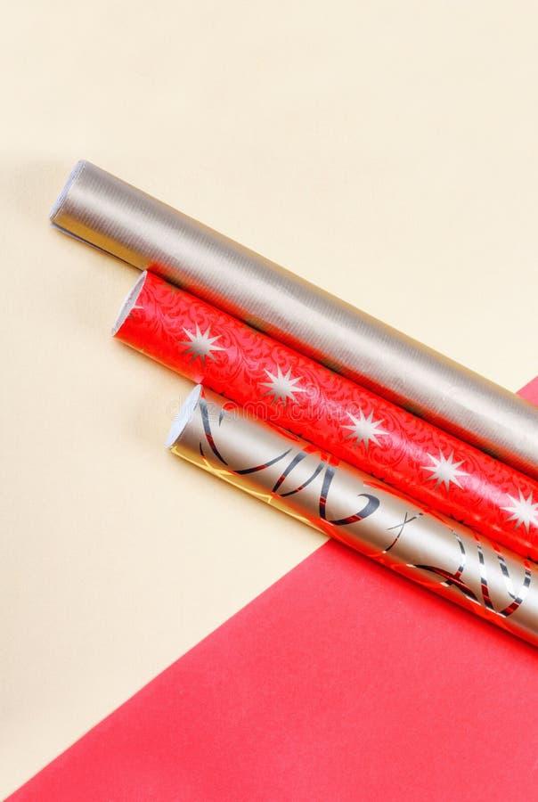 Z?oty i czerwony opakunkowy papier Odg?rnego widoku mieszkania grupy nieatutowi przedmioty zdjęcie royalty free