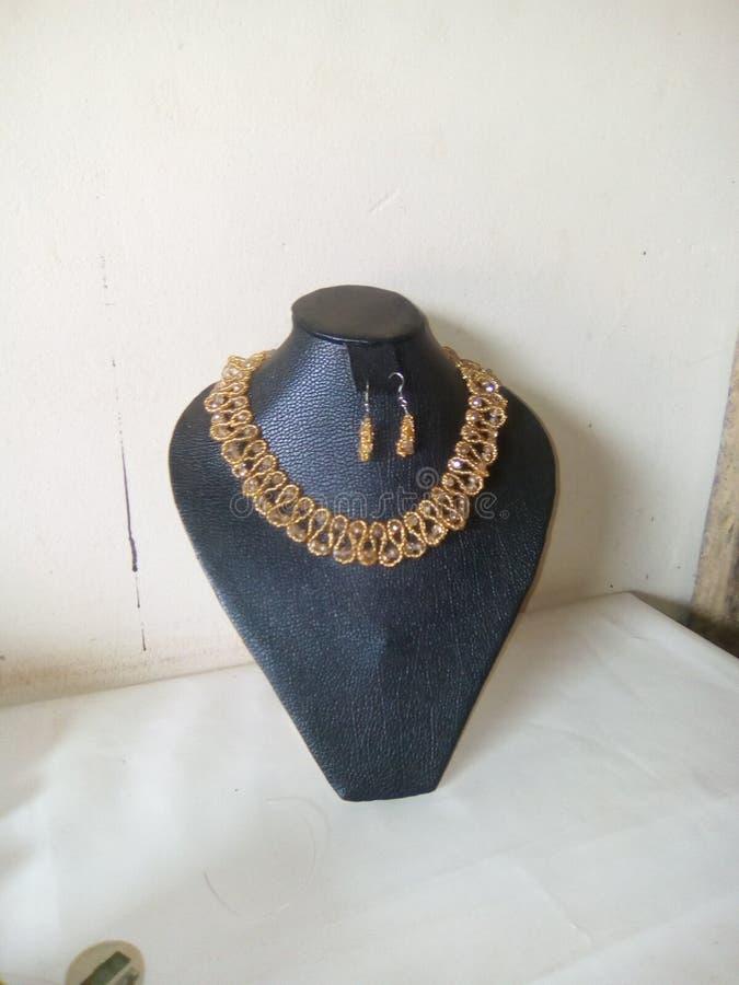 Z paciorkami biżuteria kryształ i nasieniodajni złoci koraliki fotografia stock