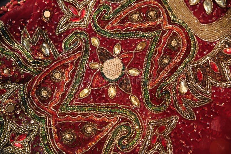 Z paciorkami tkanina dla sukni dekorował z kamieniami i rhinestones zdjęcie stock