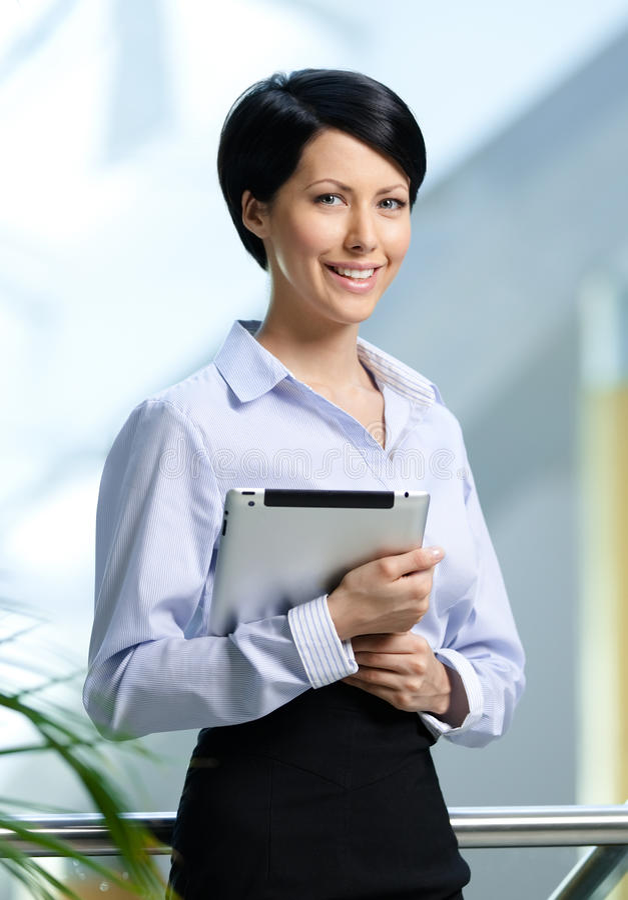 Z pastylką biznesowa kobieta zdjęcia stock