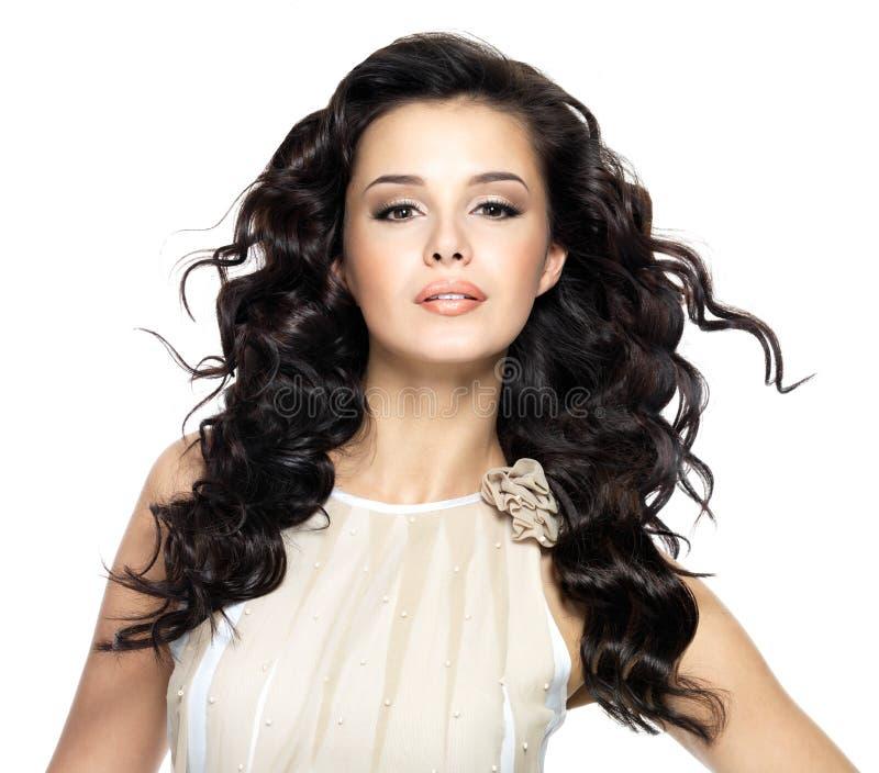 Z pięknem długie włosy piękna kobieta. zdjęcia stock