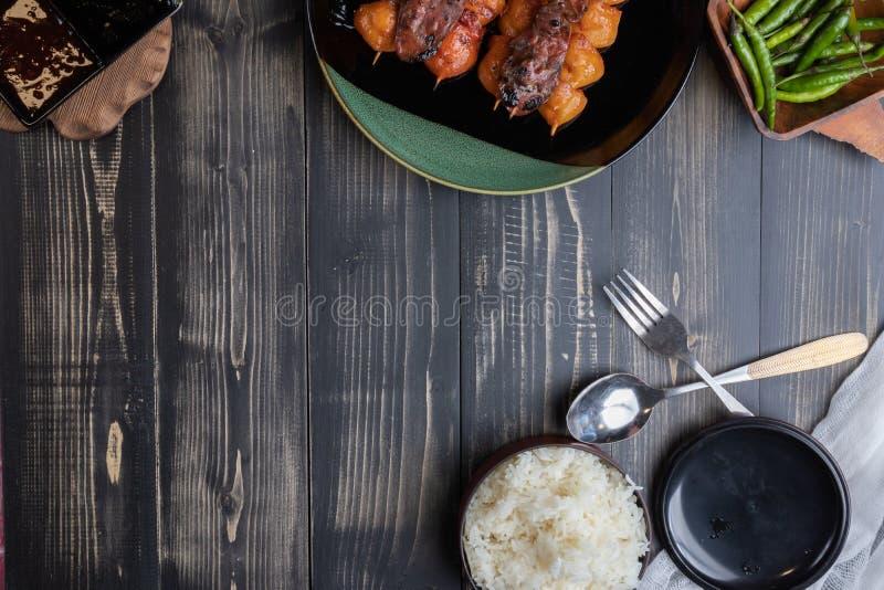Z piec na grillu kurczakiem odparowani ry? zdjęcie royalty free