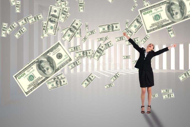 Z podnieceniem biznesowa kobieta patrzeje pieniądze deszcz przeciw białemu tłu fotografia royalty free