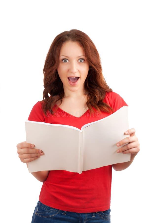 Portret młoda kobieta z magazynem zdjęcia stock