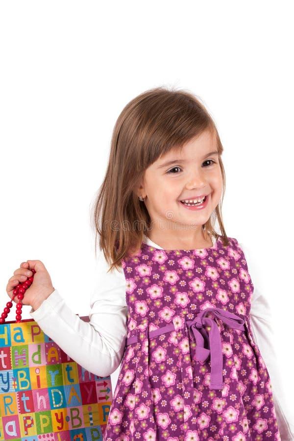 Z prezenta pudełkiem szczęśliwa mała nastoletnia dziewczyna fotografia royalty free