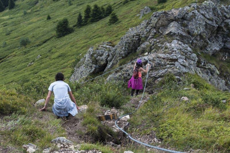 Z przyjaciółmi w górach Nieprawdopodobny widok Troyan Bałkański Góra zniewala z swój pięknem, świeże powietrze obrazy stock