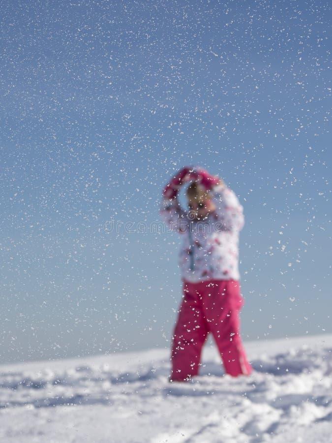 Z rękami podnosić pod śniegiem obrazy royalty free