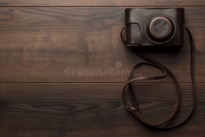 Z retro spokojny kamerą drewniany tło fotografia stock