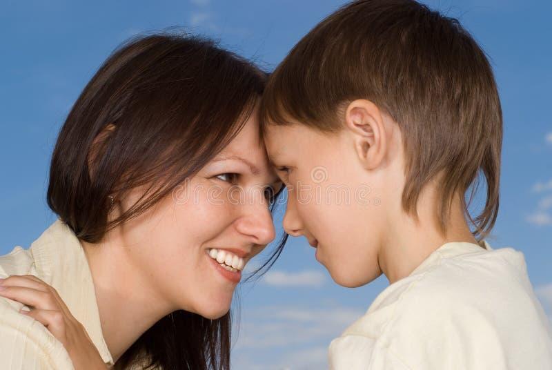 Z synem kobiety kobieta zdjęcia stock