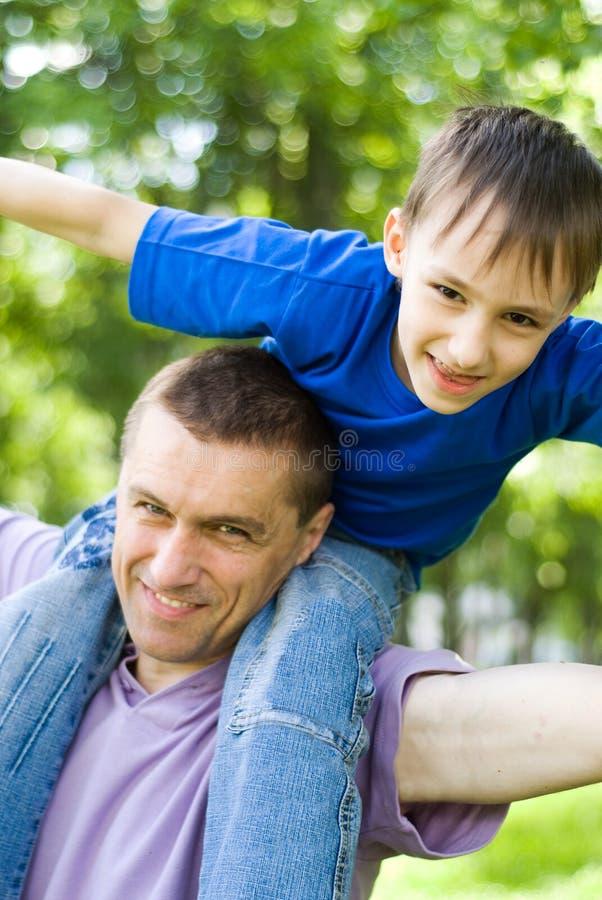 Z synem szczęśliwy tata zdjęcia stock