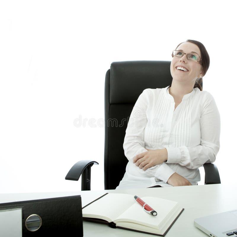 Z szkłami szczęśliwymi brunetka młody bizneswoman obrazy royalty free