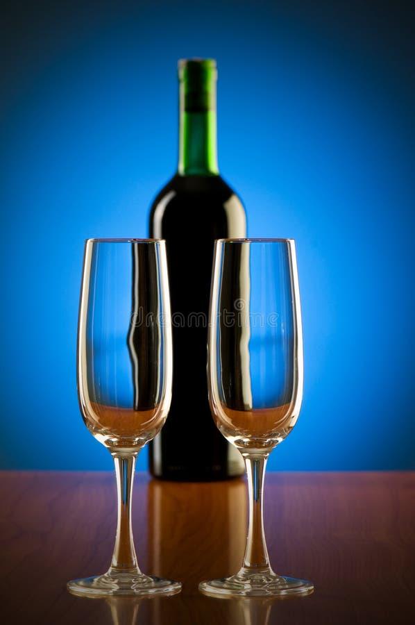 Download Z tłem wina pojęcie obraz stock. Obraz złożonej z cabernet - 13336259