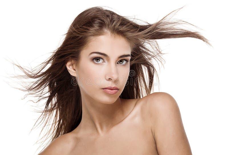 Z trzepotliwym włosy piękna kobieta zdjęcie stock