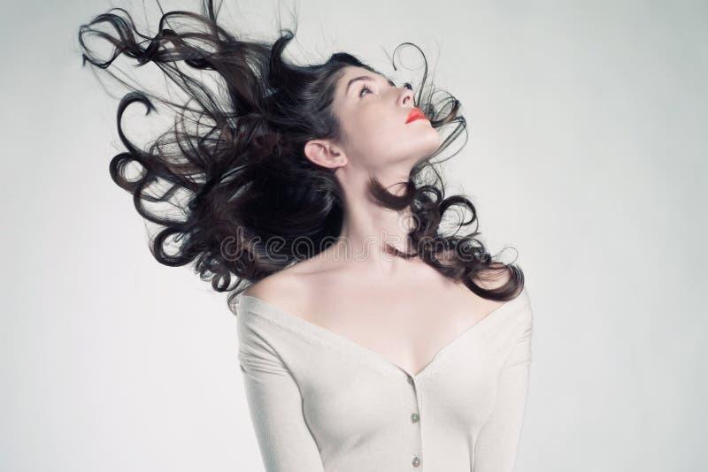 Z wspaniałym włosy piękna kobieta zdjęcie royalty free
