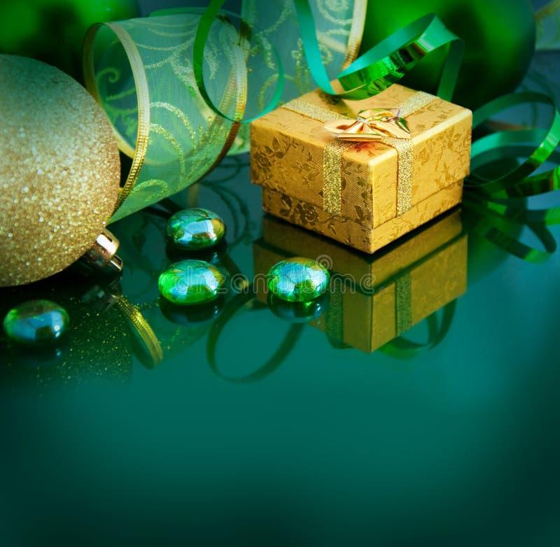 Z zielonymi piłkami nowy rok karta obraz royalty free