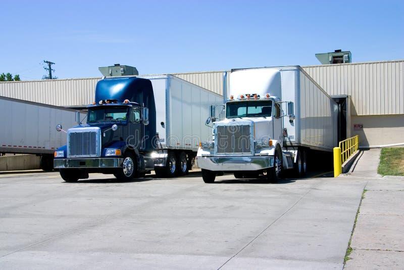 załadunek ciężarówek zdjęcia royalty free