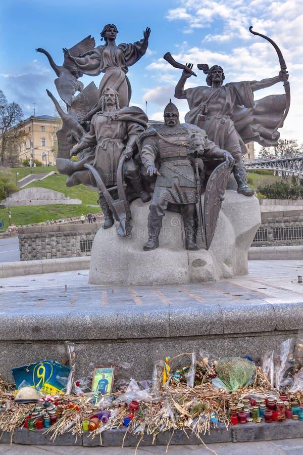 Założycieli pomników majdanu Pomnikowy kwadrat Kijów Ukraina zdjęcie stock
