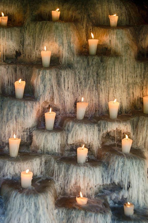 Zaświecać świeczki na kroków, sprawy duchowe i pomnika świateł deco, zdjęcia royalty free