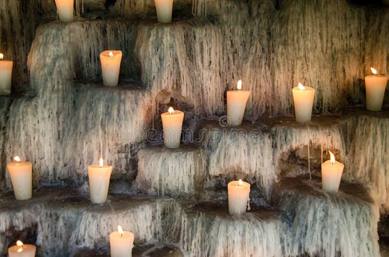 Zaświecać świeczki na kroków, sprawy duchowe i pomnika świateł deco, fotografia royalty free