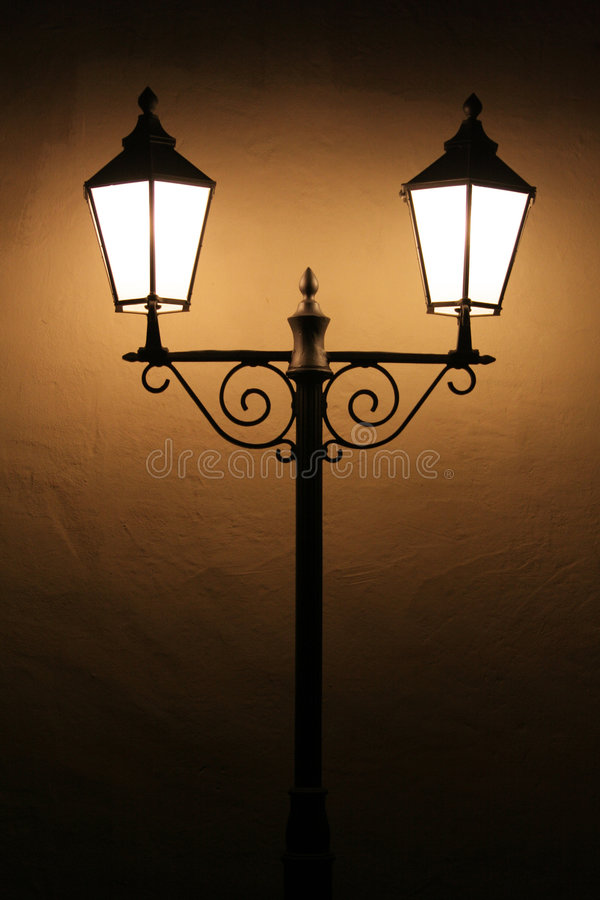 zaświeca starą ulicę obrazy stock