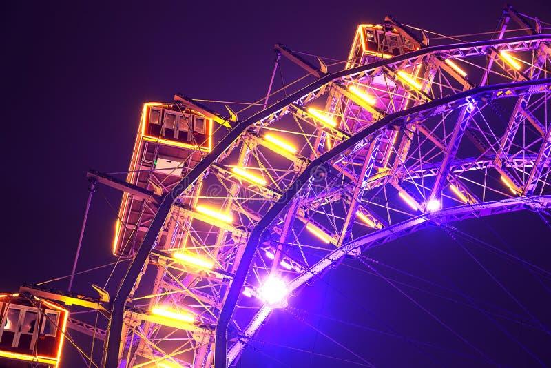 Zaświecający Ferris toczy wewnątrz Wiedeń plociucha w nocy obrazy royalty free