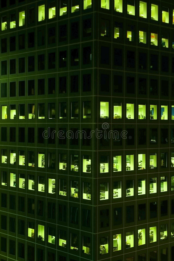 zaświecający noc biura okno obrazy royalty free