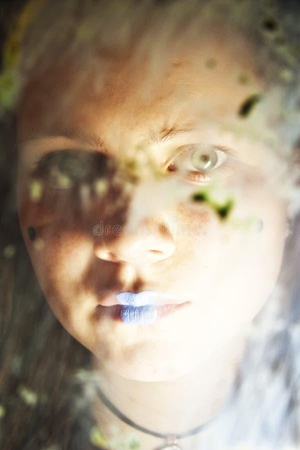 za dziewczyny brudnym szkłem obrazy royalty free