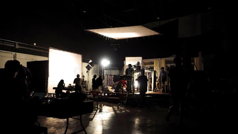 Za scenami wideo mknąca produkci załoga drużyny sylwetka obrazy stock