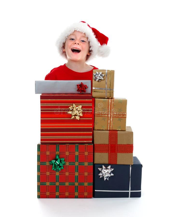 za target135_0_ potomstwa chłopiec prezentami zdjęcie stock