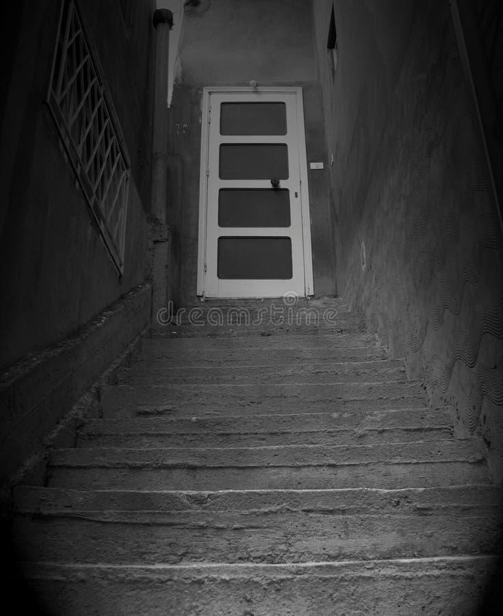 Za zamkniętymi drzwiami,