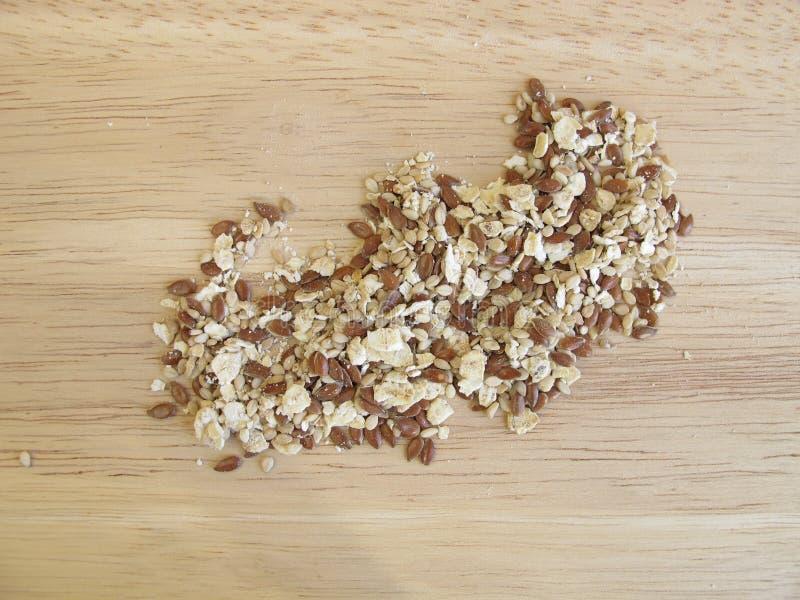 Zaadmengsel met gerolde haver, flaxseeds, en sesam stock fotografie