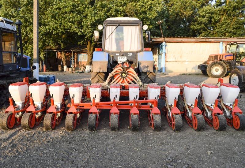 Zaaimachine voor het zaaien van zaden van gebiedsgewassen stock afbeeldingen