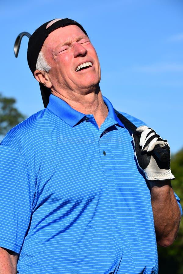 Zaakcentowana Dorosłej samiec atleta Z Golf Club Bawić się golfa zdjęcia stock