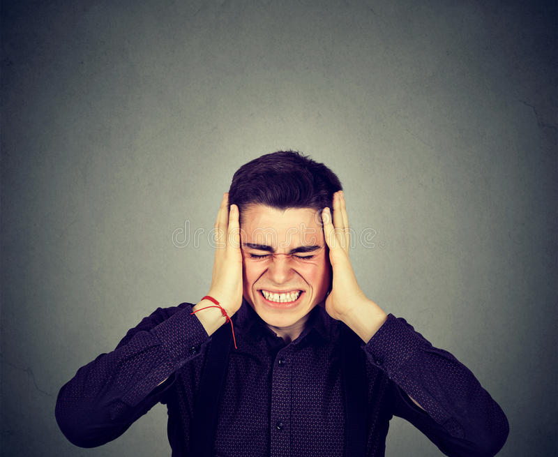 Zaakcentowany mężczyzna udaremniający Negatywne ludzkie emocje obraz royalty free