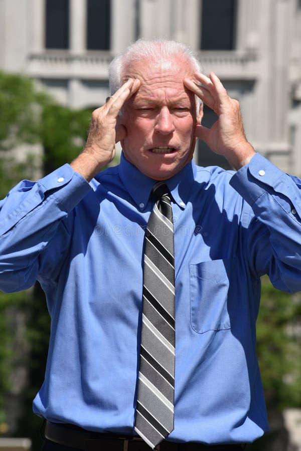 Zaakcentowany Starszy biznesmen Jest ubranym krawat zdjęcia royalty free