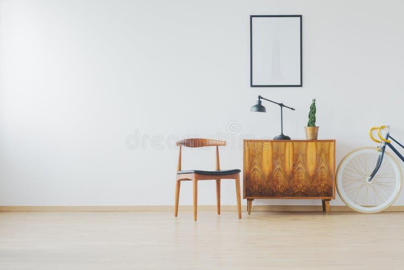 Zaal met antiek houten meubilair royalty-vrije stock foto's