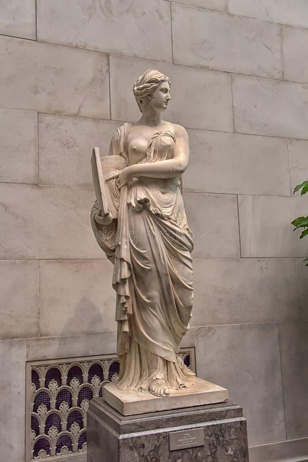 Zaal met kunstwerken, beeldhouwwerk, Nationale kunstgalerie Washington stock fotografie