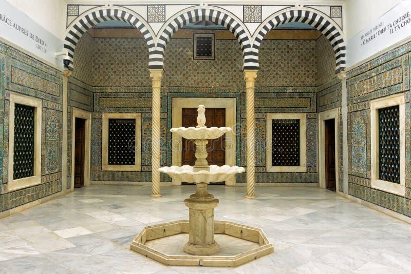 Zaal met Muurschilderingdecoratie in Bardo-Museum in Tunis, Tunesië stock afbeeldingen
