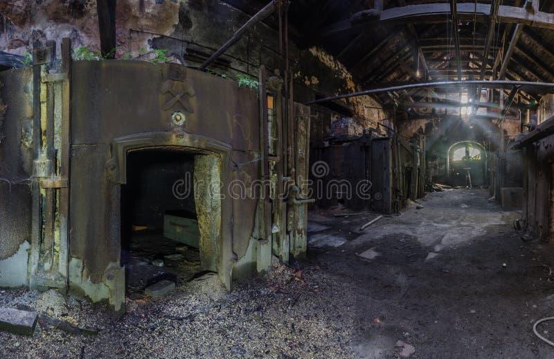 zaal met ovens in een gieterij royalty-vrije stock foto