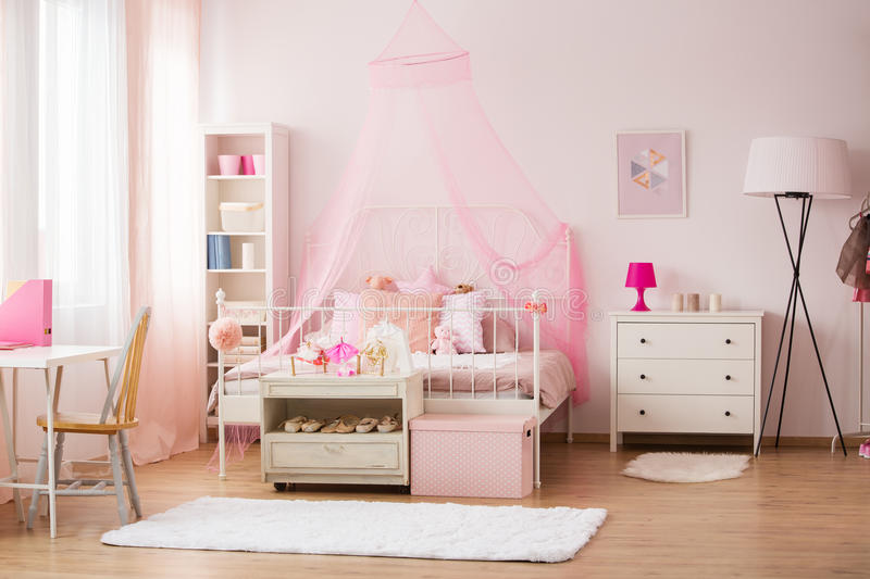 Zaal met roze decoratie royalty-vrije stock fotografie