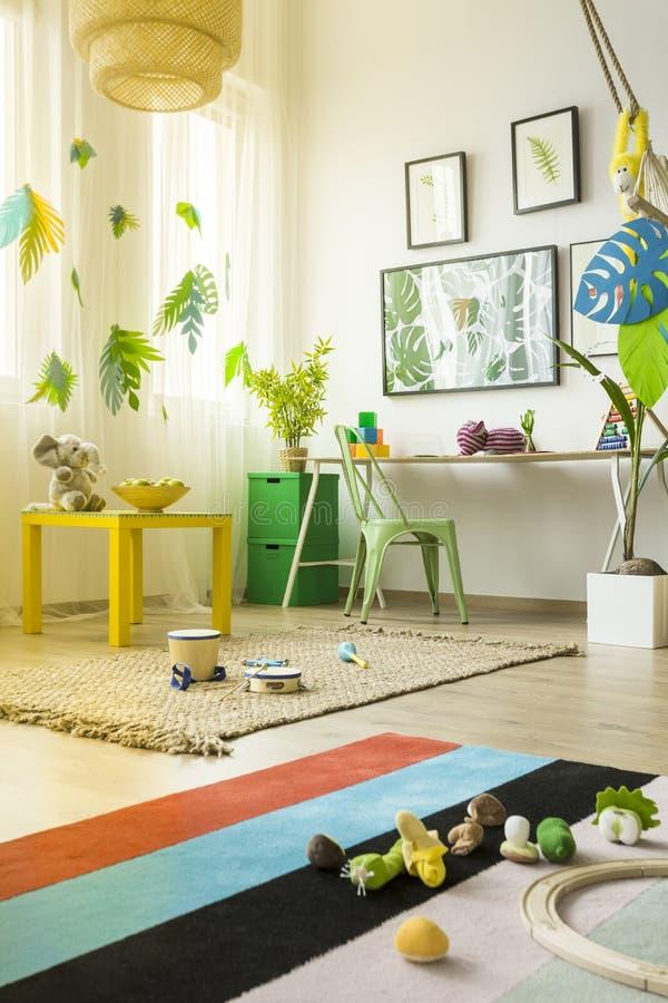 Zaal met tropisch decor royalty-vrije stock foto's