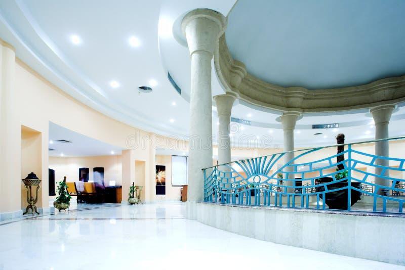 Zaal in modern hotel royalty-vrije stock afbeeldingen