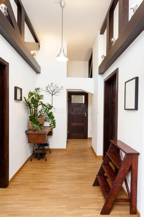 Zaal in modern huis royalty-vrije stock afbeeldingen