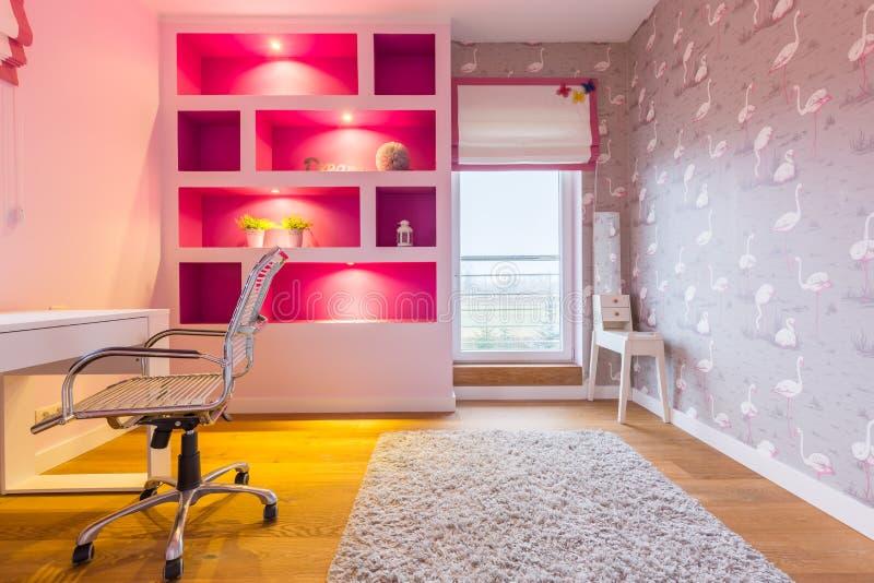 Zaal in schaduwen van roze royalty-vrije stock foto