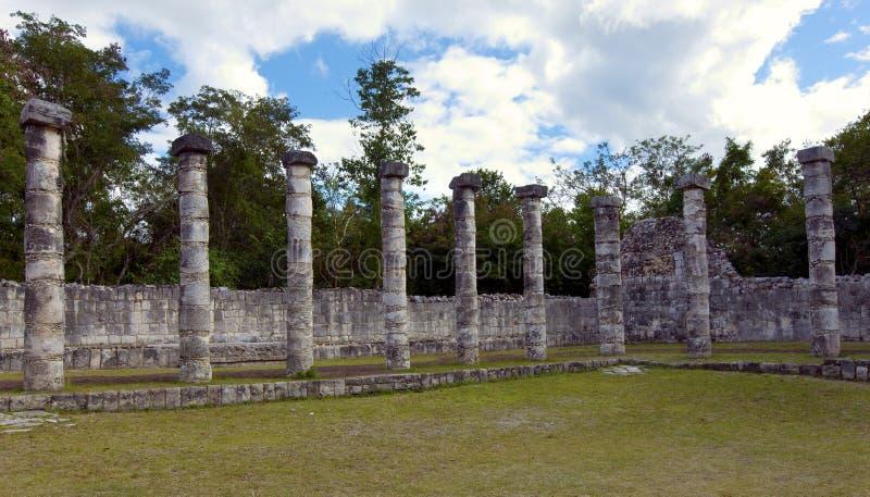 Zaal van de Duizend Pijlers - Kolommen in Chichen Itza, Mexico stock foto's