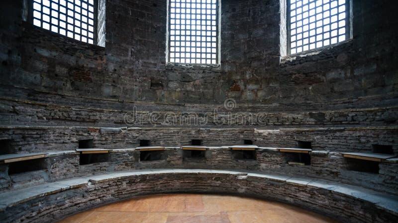 Zaal van de oude kerk van Hagia Irene in Topkapi stock foto